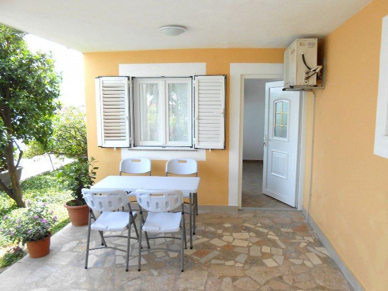A5(2+1): terrace