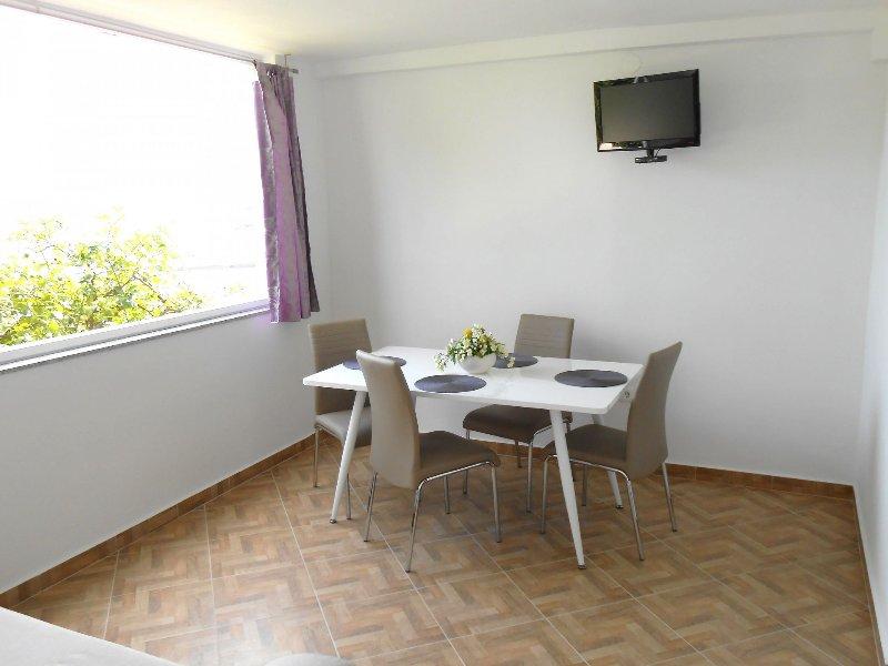 A5(2+1): dining room