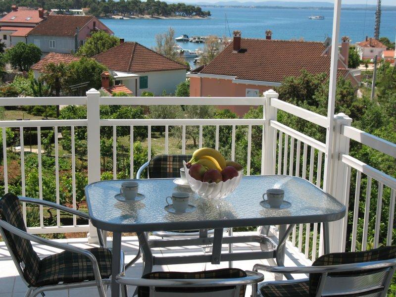 Sea view apartment Niksa Petrcane A2 (2+2), holiday rental in Petrcane
