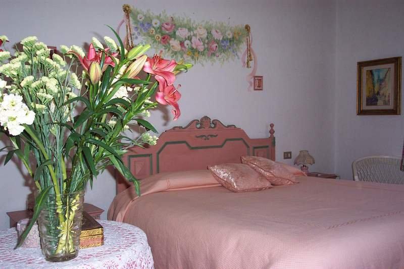 Appartamento Rosa - situato al primo piano della casa principale - ottima vista!, casa vacanza a Casole