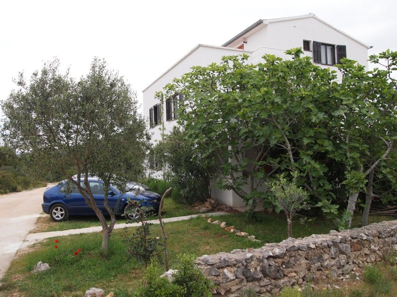 Studio apartment close to beach, holiday rental in Zdrelac
