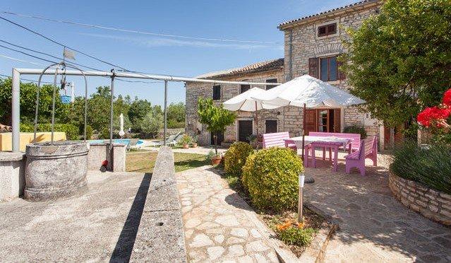 House 'Zvane' near Rovinj for 10 ppl + pool, holiday rental in Prkacini