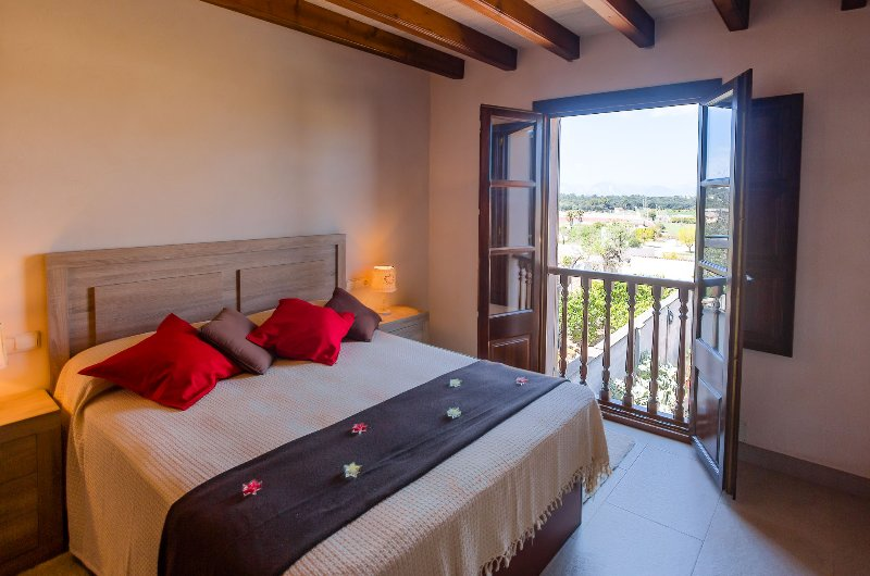 CASA SEÑORIAL EN SINEU-SON RATET  IDEAL CICLISTAS LUGAR PARA BICICLETAS -GIMNASI, vacation rental in Lloret de Vistalegre