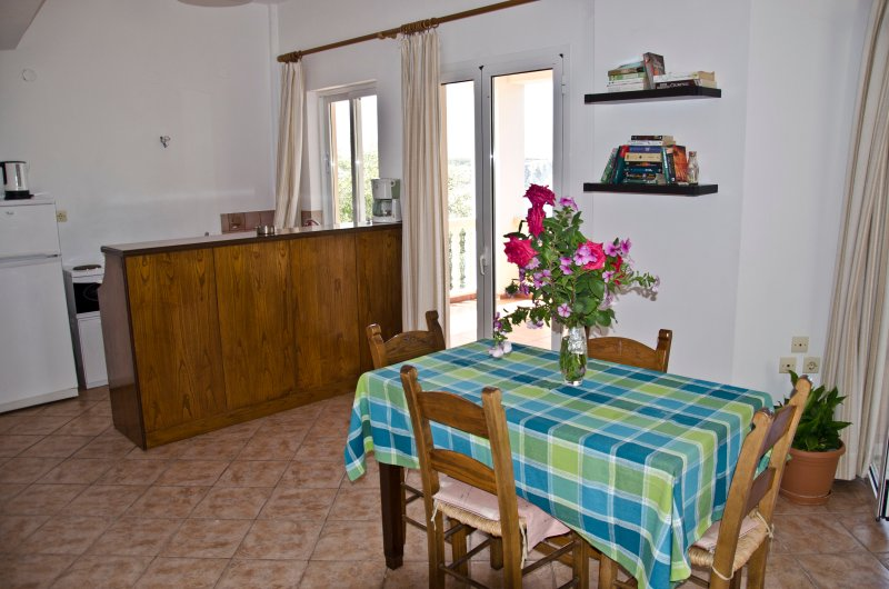 Dina's No 2 apt with panoramic sea views, holiday rental in Almyrida