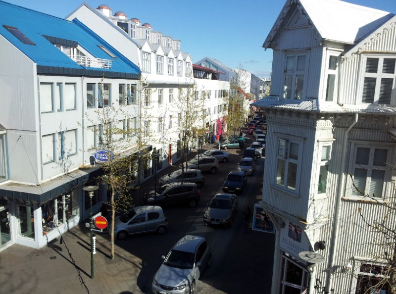 Luxury bright downtown appartment with a sea view, vacation rental in Reykjavik