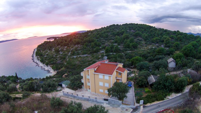 Apartman A5, vacation rental in Okrug Gornji