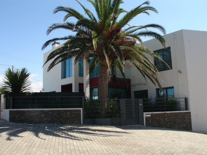 Casa de luxo perto praia c/piscina e salão de jogo, alquiler de vacaciones en Ericeira
