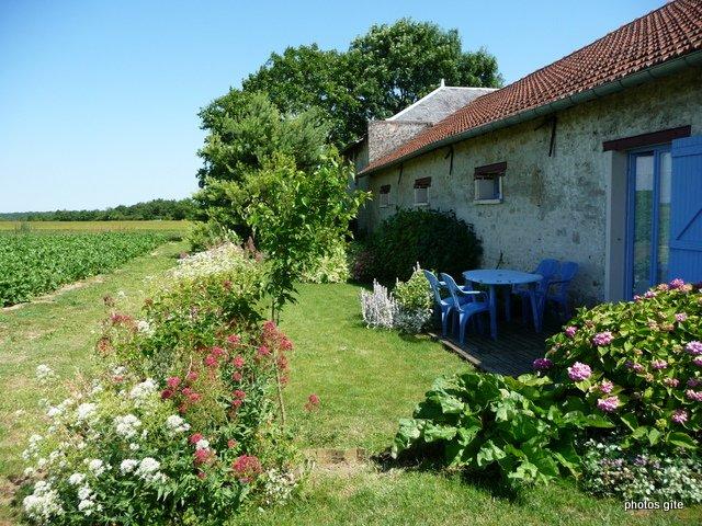charmante maisonnette près de Fontainebleaul, holiday rental in Milly-la-Foret