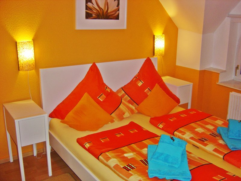 Sovrum med dubbelsäng 160 x 200 cm