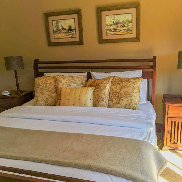 •Downstairs Master Bedroom 1 + full en-suite i.e. bath, shower, toilet :  King bed.