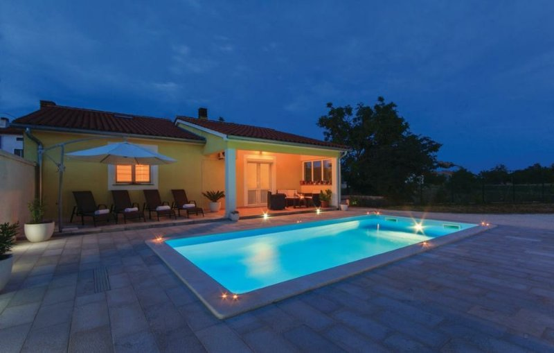Holiday house Mary, holiday rental in Bratulici