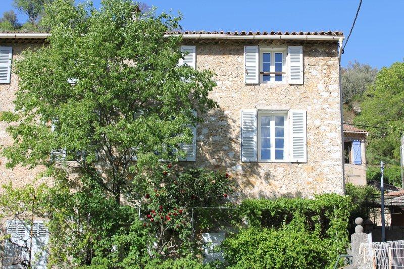 Studio*** - charme de l'ancien - confort moderne, holiday rental in Signes