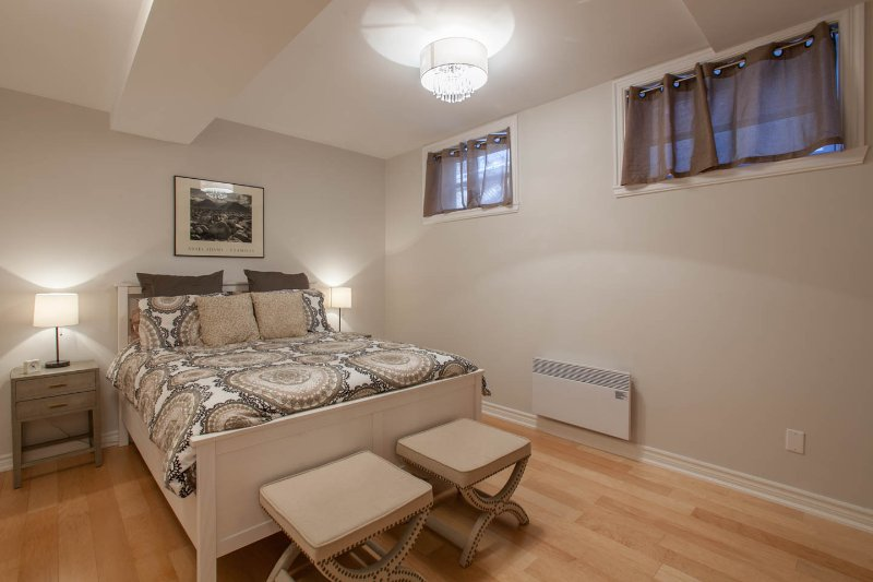 Comfortable queen size bed in the 2nd bedroom