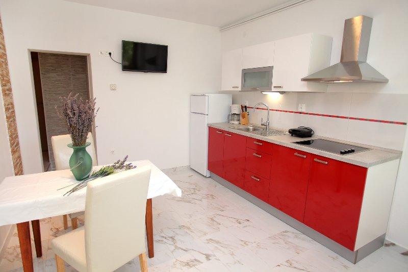 Apartment near the beach, casa vacanza a Donji Seget