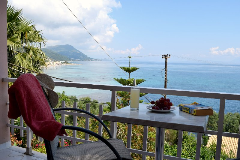 Eden sea view studios, holiday rental in Messonghi