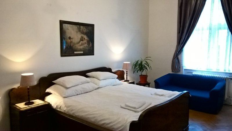 Modern Large Apartment M4B, vacation rental in Prague