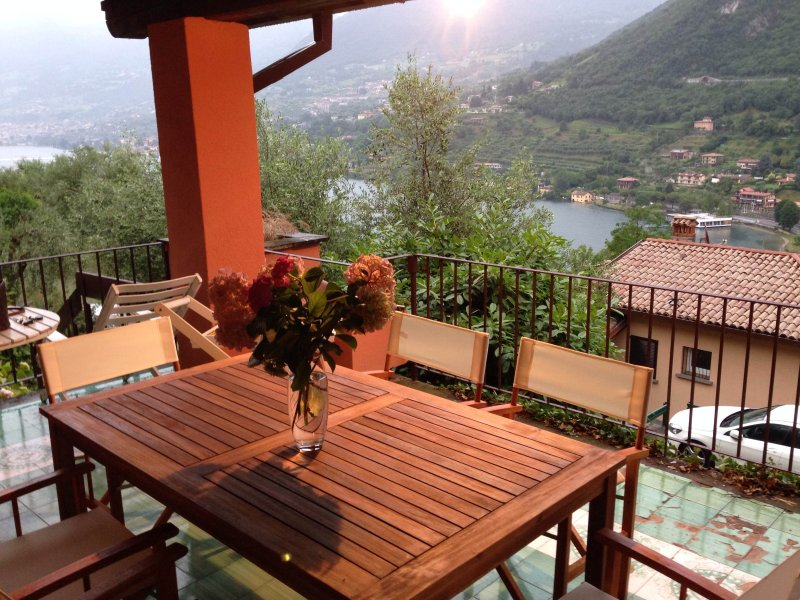 FLOATING PIERS VIEW, holiday rental in Iseo