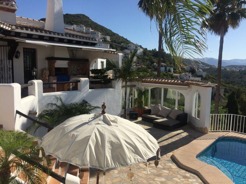 Pool und Terrasse der Villa Finca Costa Blanca