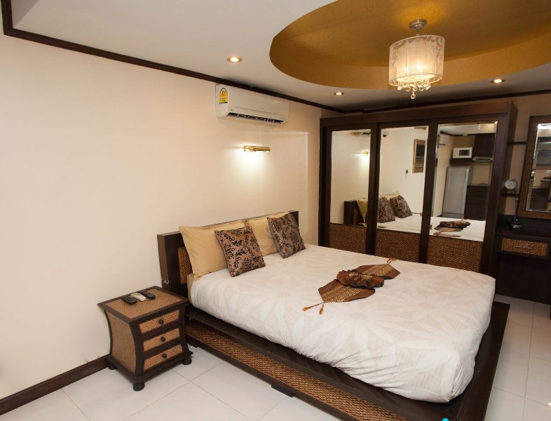 Apartment: 1 bedroom, kitchen, living room & Pool, holiday rental in Pattaya