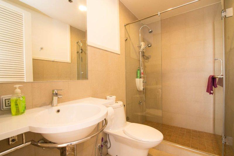 baño de abajo con ducha
