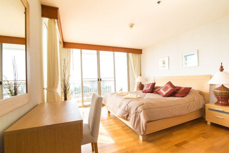 dormitorio planta baja con terraza y vistas al mar