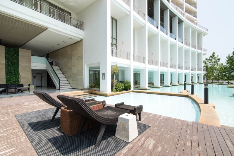 Unwind at the condo pool & jacuzzi