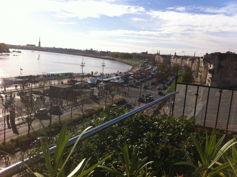 Duplex-Terrasse sur les Quais de Bordeaux, location de vacances à Lormont