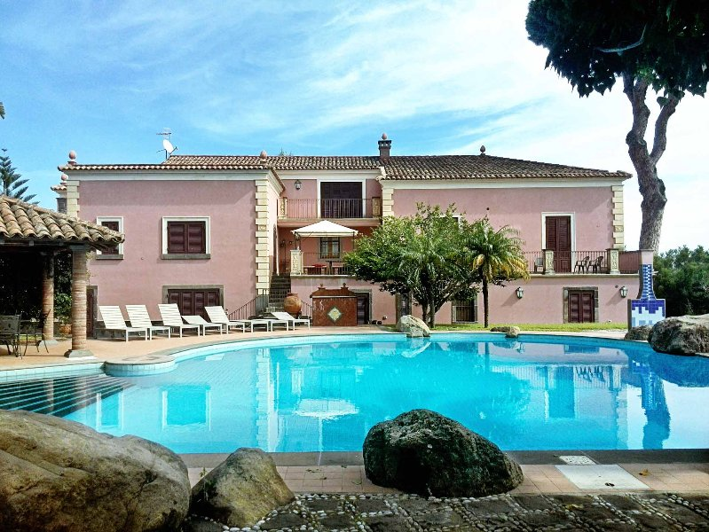 Villa Ionian Gem: Top-notch Sicilian villa with swimming pool for 6 - 15 people, holiday rental in Giarre