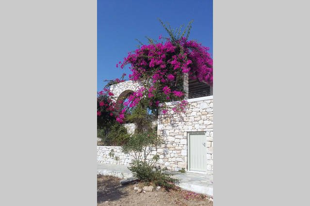 Paros, 2km from Naoussa, Countryside sea View fully equipped Cycladic calm place, holiday rental in Isterni