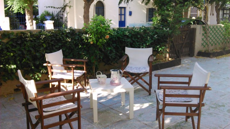 House with yard in the city center of Kos, holiday rental in Kos Town