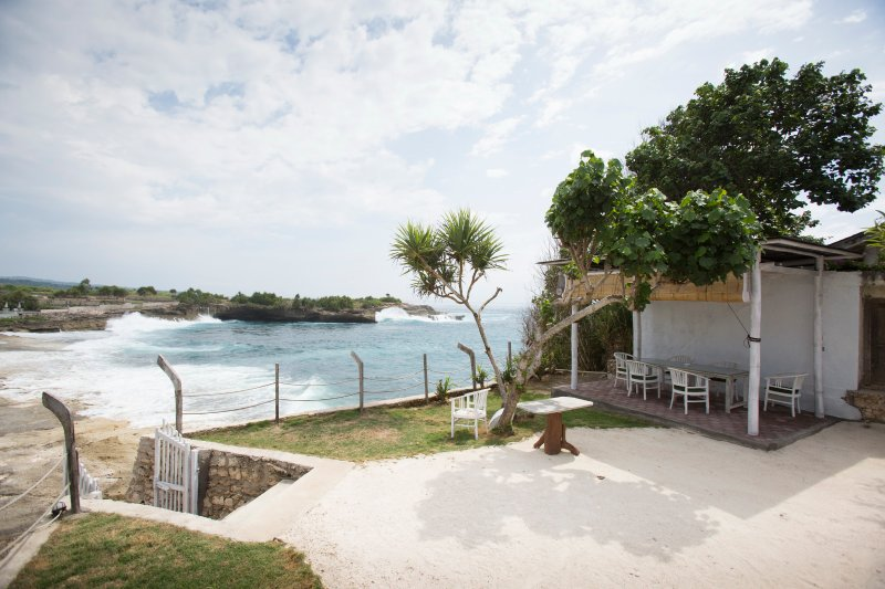FOUR BEDROOMS SLEEP SWIM DREAM BEACH FRONT WITH AMAZING OCEAN AND SUNSET VIEW, vacation rental in Ped