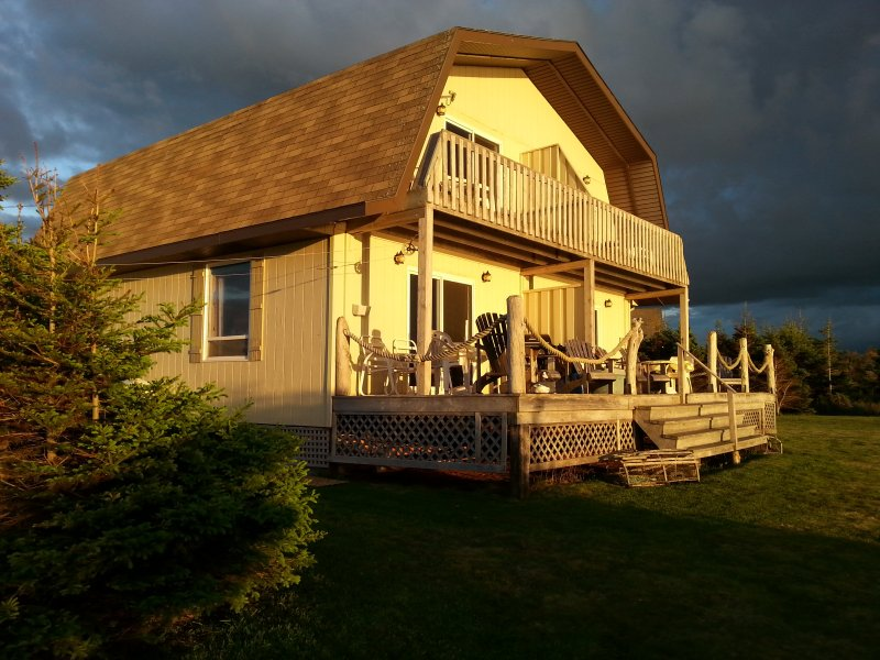 Sandcastles Beach House - Duneside: Stunning View on PEI's Best Beach!, vacation rental in Ellerslie