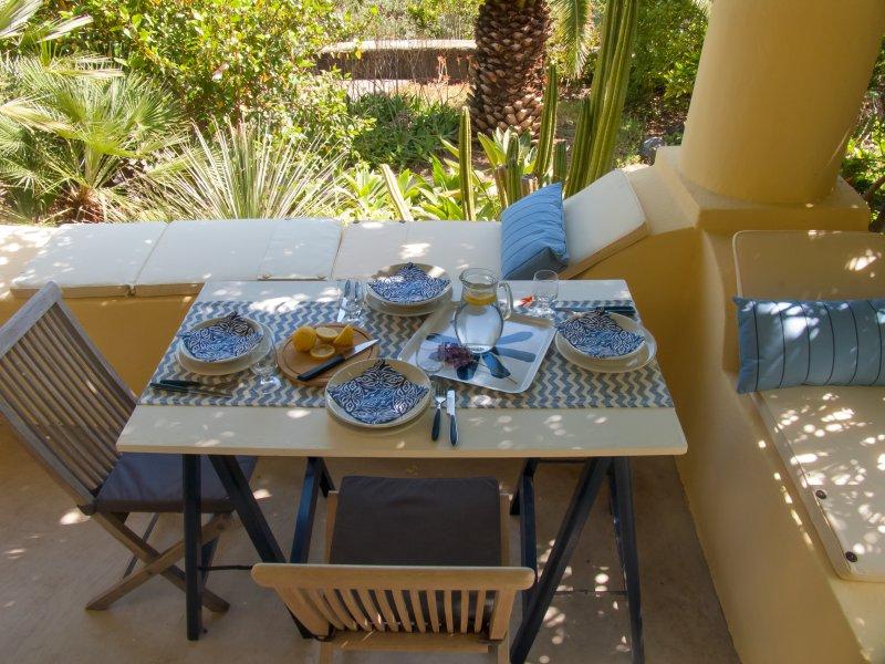 Casa Scirocco Glicine, location de vacances à Quattropani