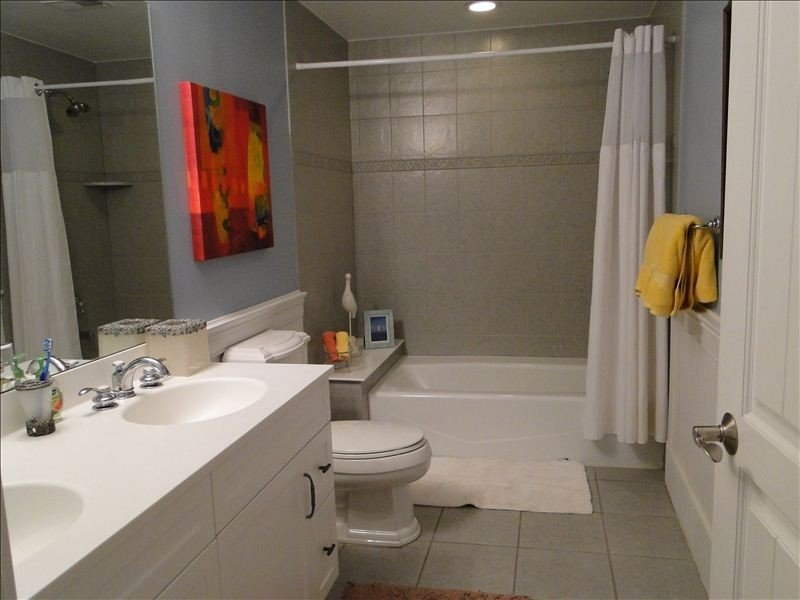Large second bathroom to accommodate large families