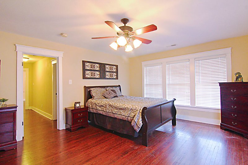Downtown Florence - Condo Suite A - Historical bldg. w/modern amenities, holiday rental in Cherokee