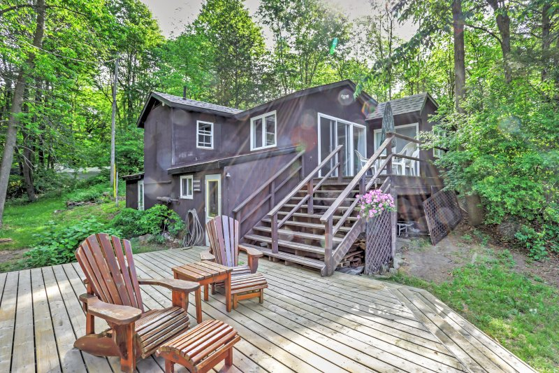 Lyndhurst Waterfront Cottage on Whitefish Lake!, alquiler de vacaciones en Delta