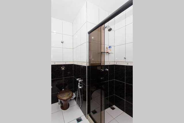 Bath to bedroom 2