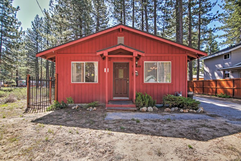 Quaint Pet-Friendly Cabin in South Lake Tahoe!, alquiler de vacaciones en South Lake Tahoe