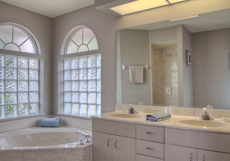 Badezimmer, Innenaufnahme, Zimmer, Küche, Möbel