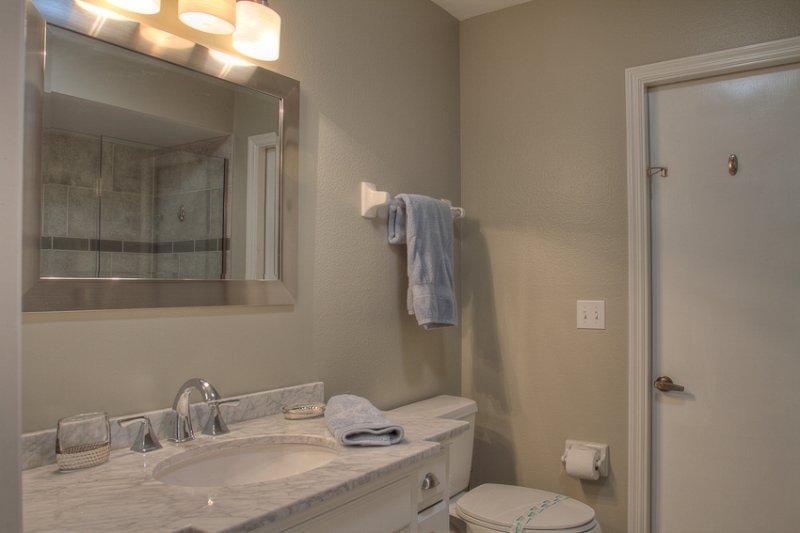 Decke, Handtuch, WC, Badezimmer, Innenaufnahme