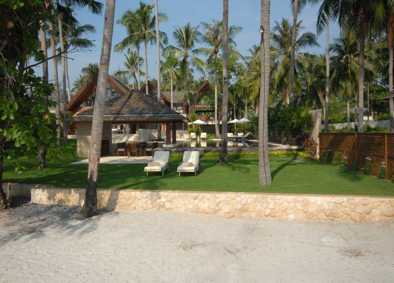 Baan Ora Chon 5BR free-4-kids beachfront, location de vacances à Lipa Noi