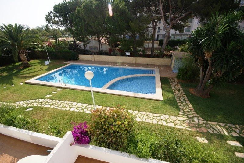 V17. Piso 2 habitaciones Marina Blau a 200 mtrs del mar, holiday rental in Denia
