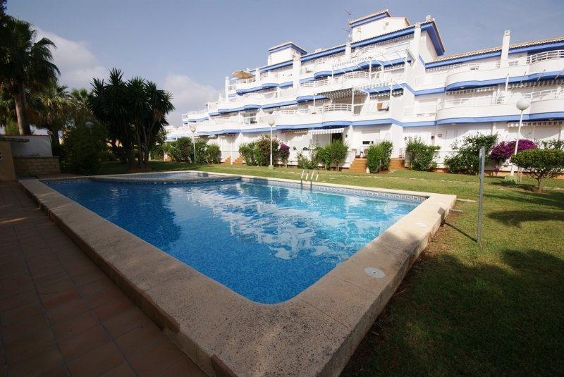 piscina e la facciata