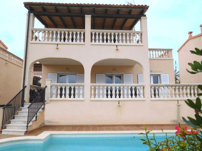 VILLA CAJMIN, vacation rental in Cala Mandia