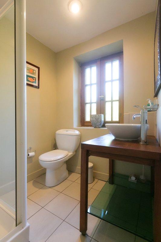 Twin room ensuite bathroom