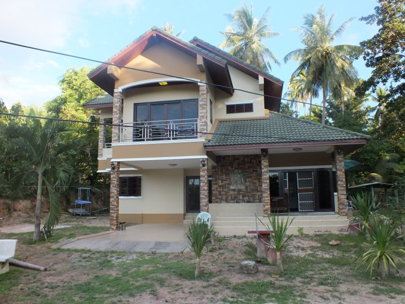 Two Floors Luxury House, vacation rental in Ban Thong Sala