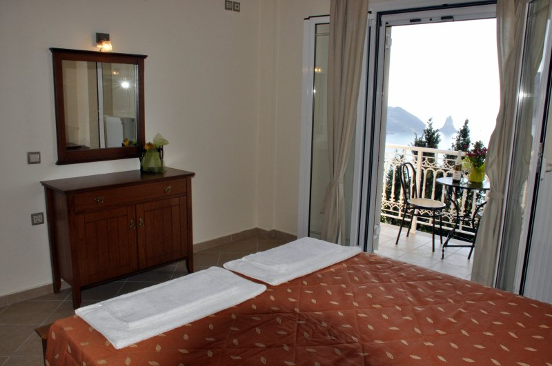 Deluxe room with sea view!