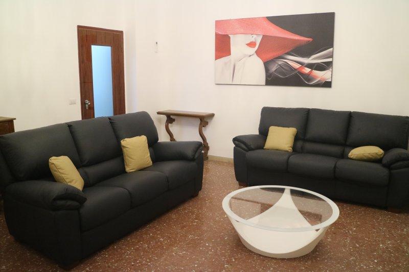 Salotto con il balcone (Comfortable Sitting room with balcony)