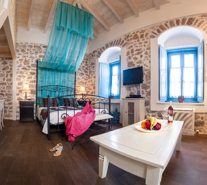 portadelmare deluxe suites  A4/2, holiday rental in Hydra