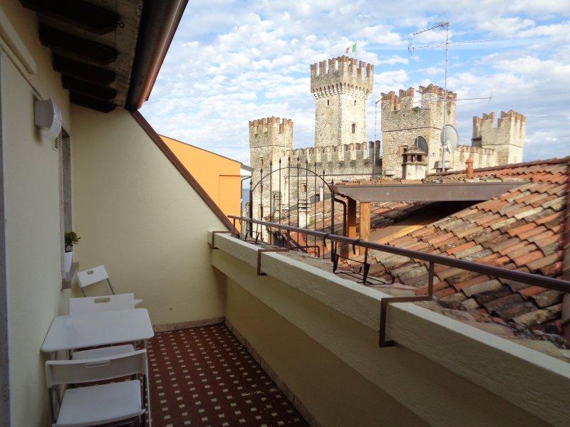 Balcone/terrazza  Vista del Castello Scaligero